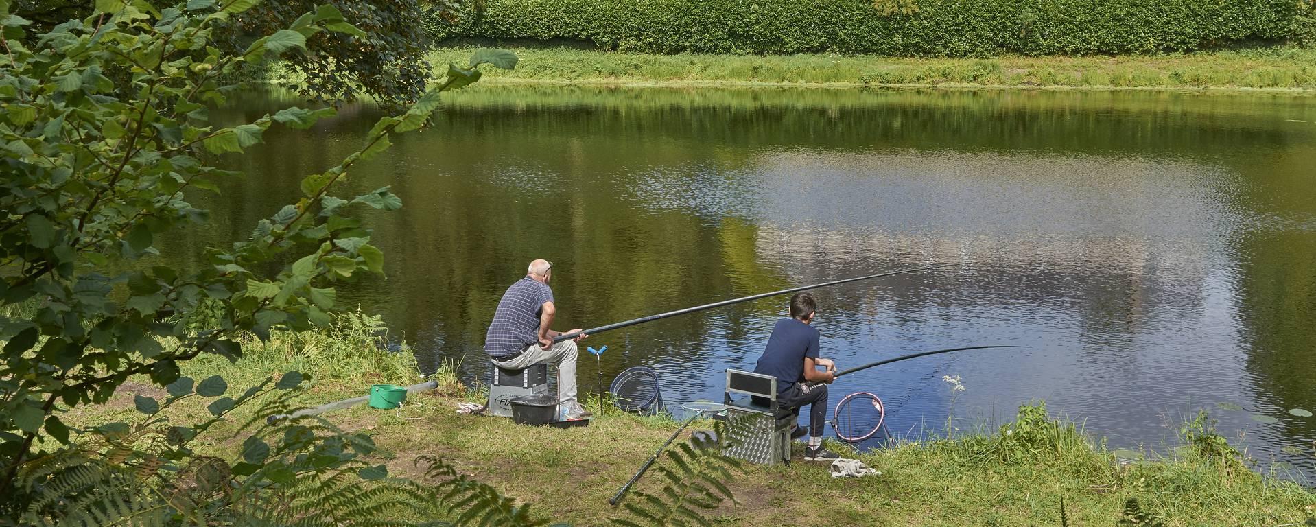 Pêche à l'étang de l'abbaye à Langonnet © M-A Gouret-Puillandre