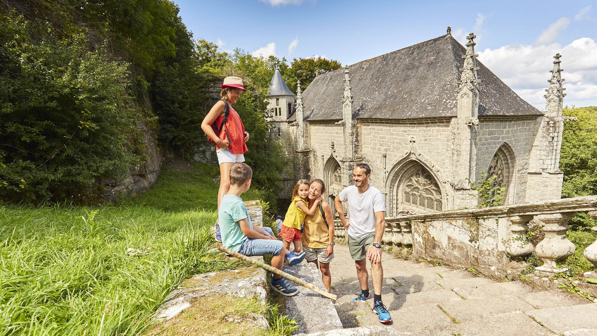 Balade en famille à la chapelle Sainte-Barbe © Alexandre Lamoureux