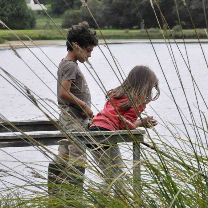 Enfants à l'étang du Dordu - © OTPRM
