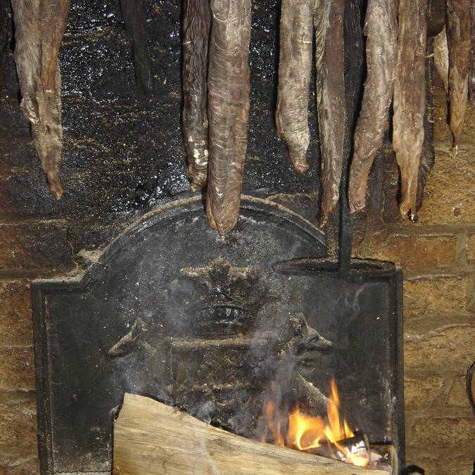 andouilles dans la cheminée - Guémené - © OTPRM
